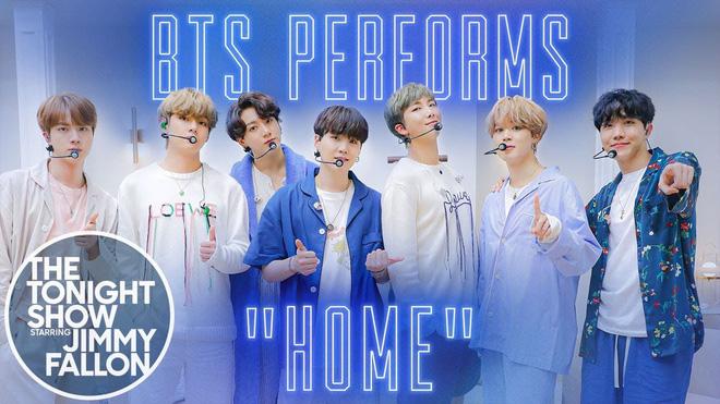 BTS mặc đồ ngủ diễn trong sân khấu HOME tại Jimmy Fallon, Jimin được cameraman ưu ái nhưng visual của Jungkook mới là spotlight!-2