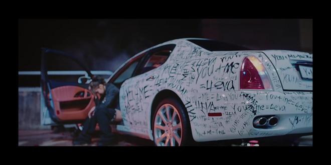 16 giây teaser của BLACKPINK có gì: Jisoo chạy vì trễ xe buýt, Jennie có duyên với xe hơi vẽ chằng chịt và Lisa... ôm lấy chính mình?-10