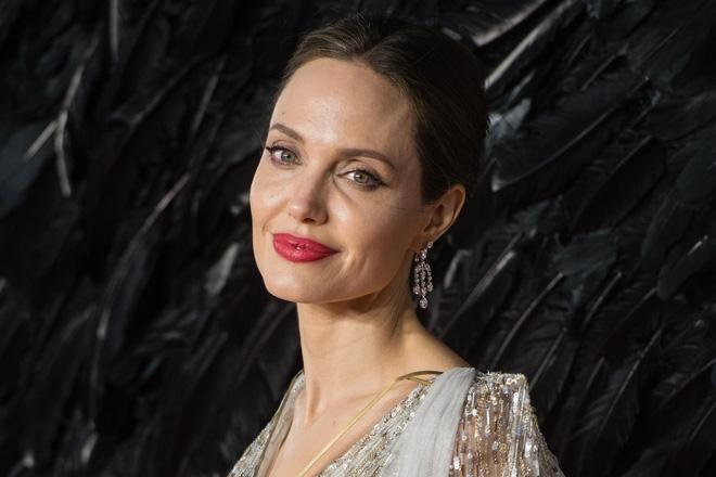 Dân tình đang náo loạn vì bộ ảnh Angelina Jolie ở thời kỳ đẹp nhất: Đẹp ngộp thở thế này bảo sao Brad Pitt mê, nhưng có gì đó sai sai-7
