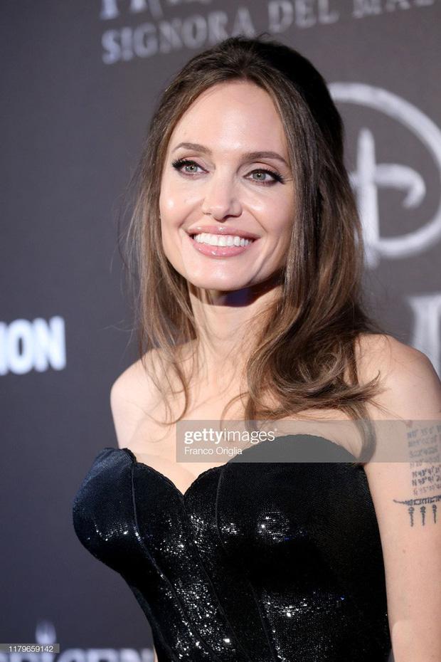 Dân tình đang náo loạn vì bộ ảnh Angelina Jolie ở thời kỳ đẹp nhất: Đẹp ngộp thở thế này bảo sao Brad Pitt mê, nhưng có gì đó sai sai-6