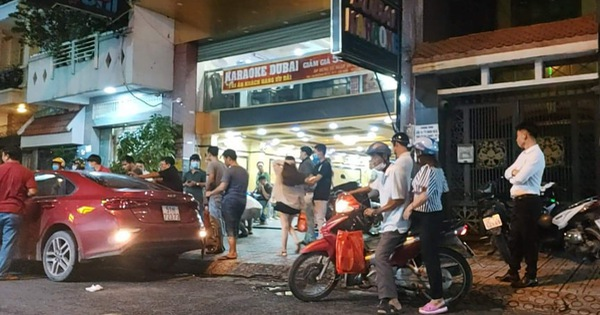 """Bắt 5 """"giang hồ"""", thu 2 khẩu súng và nhiều ma tuý trong vụ hỗn chiến tại quán karaoke Dubai ở Sài Gòn"""