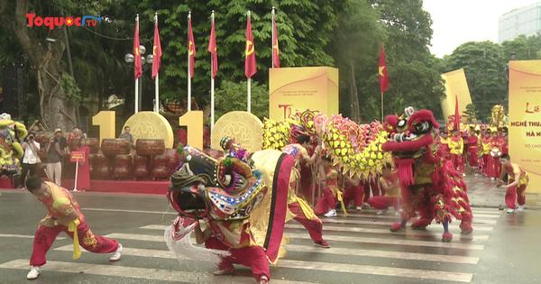 Đa sắc màu Liên hoan Nghệ thuật múa rồng 2020 trên phố đi bộ Hồ Gươm