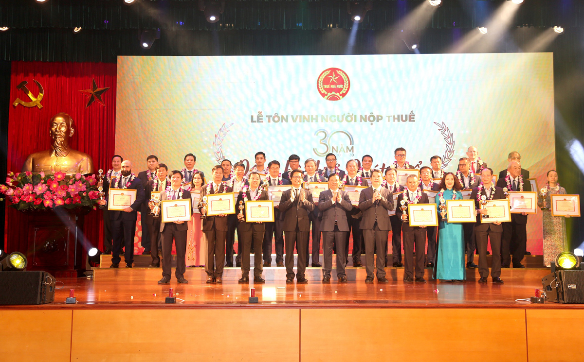 Toyota Việt Nam được vinh danh tại Lễ tôn vinh Người nộp thuế năm 2020 -1