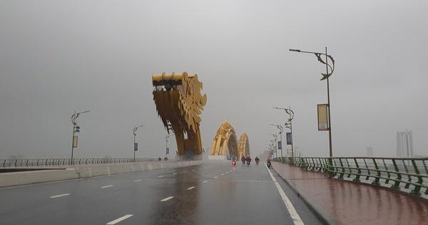Từ Quảng Bình đến Quảng Ngãi tiếp tục có mưa to, nhiều nơi cho học sinh nghỉ học