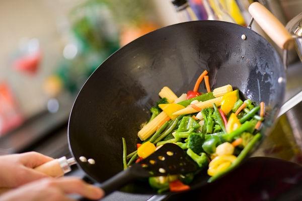 Nếu cứ sử dụng 4 dụng cụ này để nấu ăn, sức khỏe của cả gia đình bạn sẽ ngày một giảm sút-1