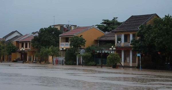 Nhiều tuyến phố ở Hội An bị ngập, thành phố sẵn sàng phương án di dời dân vùng trũng thấp