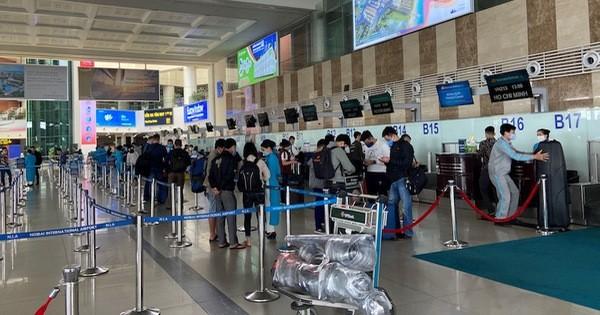 Cuối tháng 9, lượng hành khách tại sân bay Nội Bài đạt gần 50 nghìn lượt
