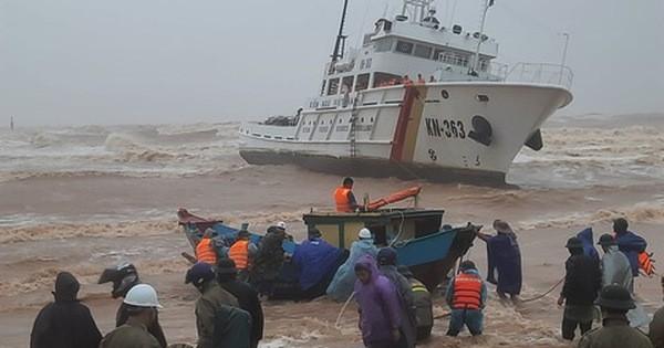 Thủ tướng chỉ đạo khẩn trương tìm kiếm, cứu nạn thuyền viên mất tích, mắc kẹt trên vùng biển Cửa Việt