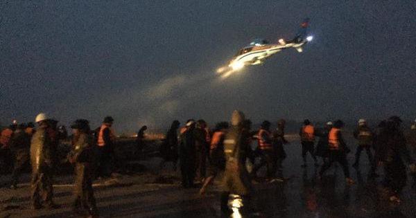 Điều trực thăng cứu hộ 9 người gặp nạn trên vùng biển Quảng Trị