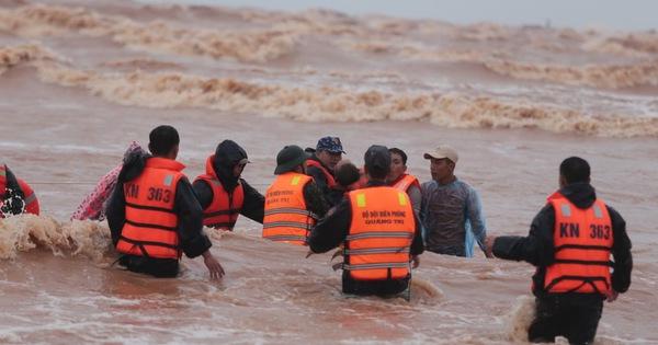 Quảng Trị thông tin về việc cứu hộ các tàu thuyền gặp nạn tại địa phương