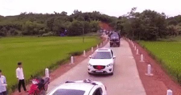 Không xe sang cầu kì: Chú rể đón dâu bằng 15 xe tải chạy dọc đường làng