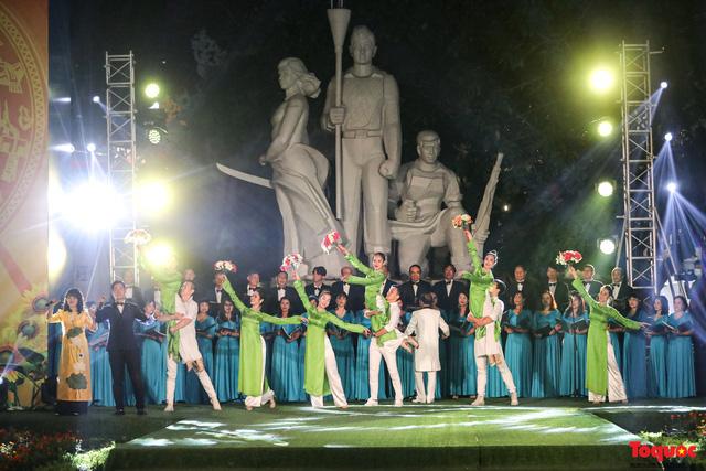 Tái hiện Hào khí Thăng Long trên phố đi bộ với chương trình nghệ thuật đặc biệt kỷ niệm 1010 năm Thăng Long - Hà Nội-3