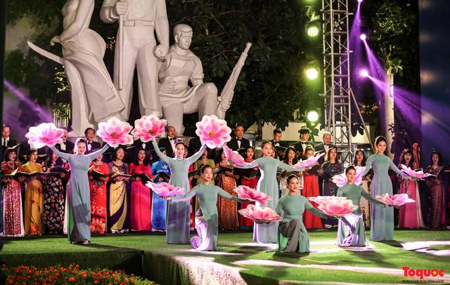 Tái hiện Hào khí Thăng Long trên phố đi bộ với chương trình nghệ thuật đặc biệt kỷ niệm 1010 năm Thăng Long - Hà Nội-10
