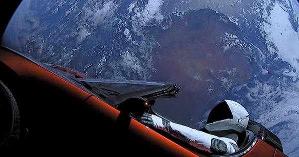 Đã tiến sát sao Hỏa, những siêu xe điện của Tesla vẫn trễ hẹn với khách hàng