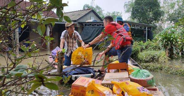 Trao tặng 500 phần quà hỗ trợ bà con vùng lũ Thừa Thiên – Huế