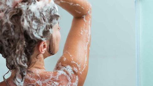 5 hóa chất trong một số sữa tắm, dầu gội, tiếp xúc nhiều gây rối loạn nội tiết, tăng nguy cơ ung thư