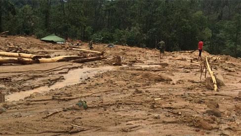 Khung cảnh kinh hoàng tại khu nhà điều hành thủy điện Rào Trăng 3 bị đất đá vùi lấp