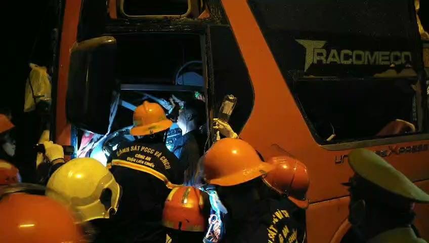 Nóng: Tai nạn trên đường dẫn hầm Hải Vân, 2 người chết, khoảng 20 người bị thương-1