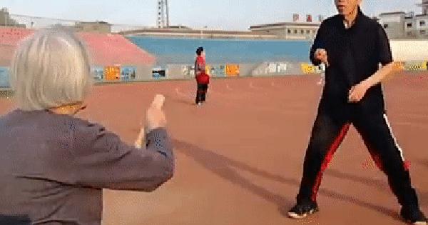 Bà cụ 82 tuổi cùng con trai khiến ai nấy lác mắt vì tài năng bóng bàn cứ phải gọi là