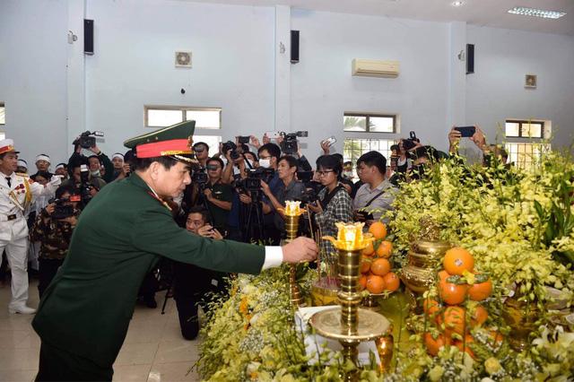 Trang trọng lễ viếng 13 cán bộ, chiến sĩ hi sinh trên đường cứu hộ tại Rào Trăng 3-8