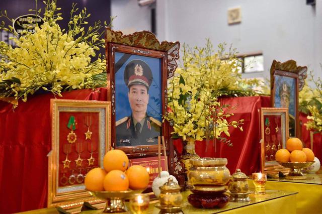 Trang trọng lễ viếng 13 cán bộ, chiến sĩ hi sinh trên đường cứu hộ tại Rào Trăng 3-2