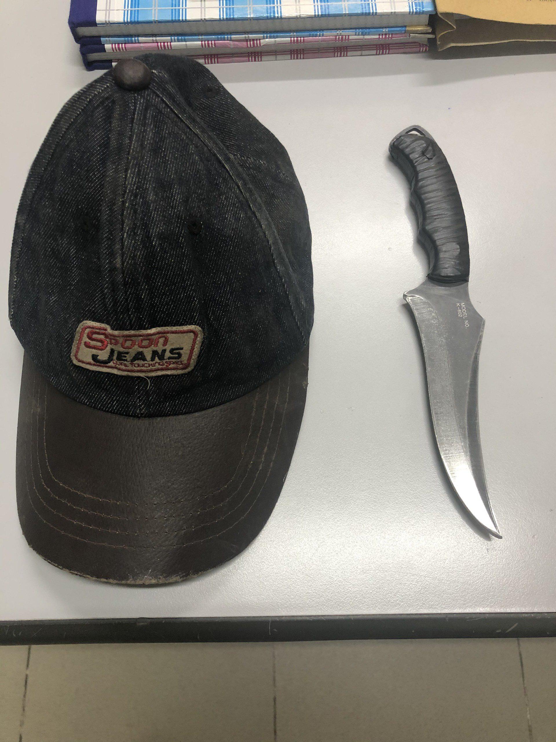 2 thanh niên tông vào xe máy 2 cô gái rồi kề dao, bóp cổ cướp tài sản ở Sài Gòn-4