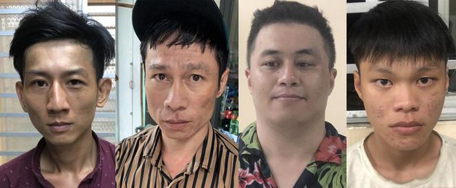 2 thanh niên tông vào xe máy 2 cô gái rồi kề dao, bóp cổ cướp tài sản ở Sài Gòn-2