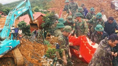 Sạt lở núi vùi lấp 22 cán bộ, chiến sĩ: Đã tìm thấy 14 thi thể, dãy núi tiếp tục sạt lở lần 2