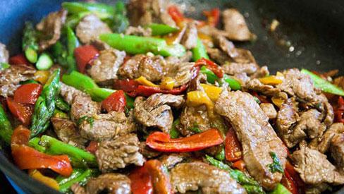 Sai lầm phổ biến các bà nội trợ đều mắc phải khi chế biến thịt bò, khiến thịt dai nhách hoặc bở bùng bục!