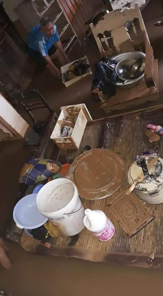Khung cảnh nhà cửa tan hoang sau trận đại hồng thuỷ ở Quảng Bình: Tài sản bị ngâm nước nhầy nhụa bùn đất, thóc mọc mầm, vật nuôi chết hàng loạt-18