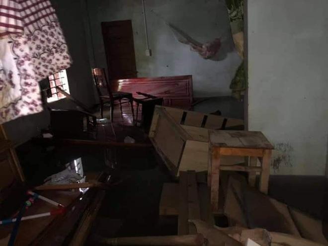 Khung cảnh nhà cửa tan hoang sau trận đại hồng thuỷ ở Quảng Bình: Tài sản bị ngâm nước nhầy nhụa bùn đất, thóc mọc mầm, vật nuôi chết hàng loạt-26