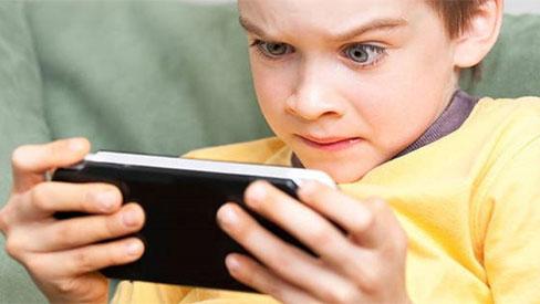 Trẻ nghiện điện thoại có thể mắc hội chứng nguy hiểm