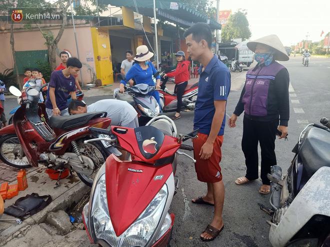 Tình người nơi lũ dữ đi qua: Hàng ngàn xe máy hỏng vì chìm trong biển nước, nhóm thợ tình nguyện sửa miễn phí cho bà con-15