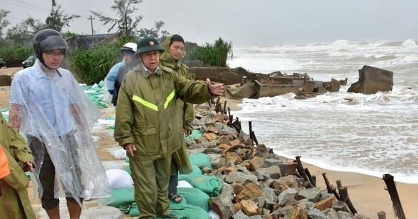 Đối phó với bão số 9: Thừa Thiên Huế di dời dân ra khỏi khu vực nguy hiểm trước 15h ngày 27/10