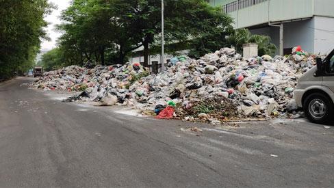 Hà Nội: Người dân tạm thời dỡ bỏ lều lán, thông xe vào bãi rác Nam Sơn