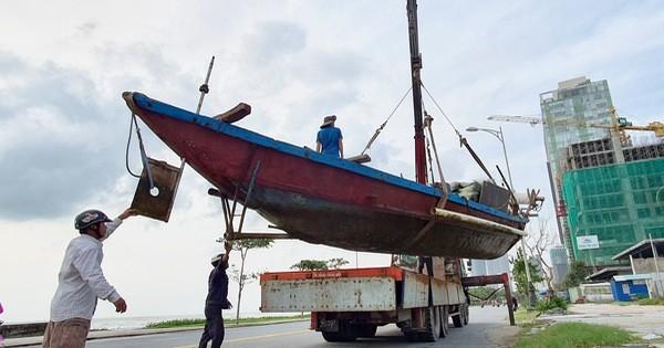 Người dân Đà Nẵng hối hả ứng phó bão số 9