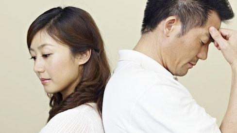 Đọc trộm tin nhắn trong điện thoại chồng, vợ bàng hoàng phát hiện ý định đen tối của anh ta sau dòng chữ: