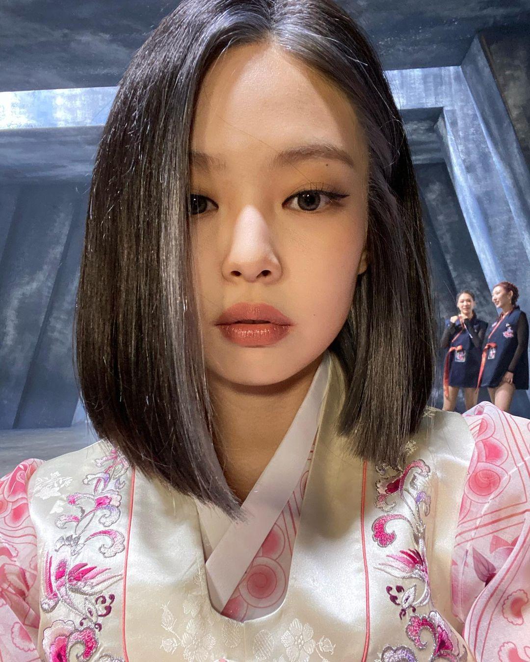 Chán tóc xoăn thì chị em hãy chuyển phỏm sang tóc duỗi thẳng tưng với 4 kiểu siêu sang sau đây-2