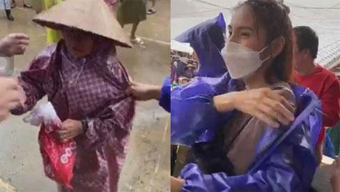 Thủy Tiên tiếp tục ghi điểm với cách xử lý khi một bà cụ đi nhận tiền cứu trợ bị lôi mạnh tay