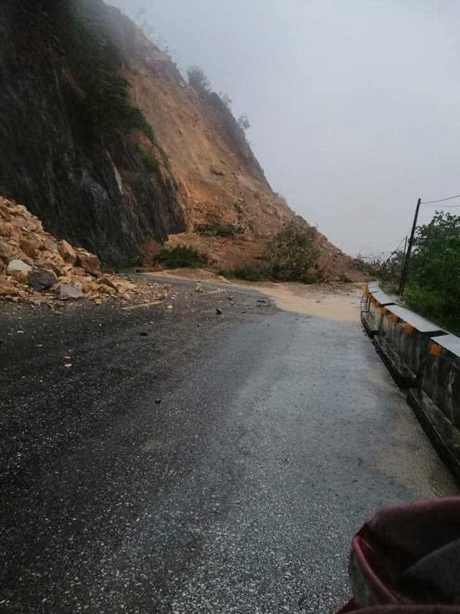 Mưa lớn không dứt, người dân Nghệ An trắng đêm chạy lũ, lên mạng cầu cứu, sáng ra nước đã ngập gần tới nóc nhà-21