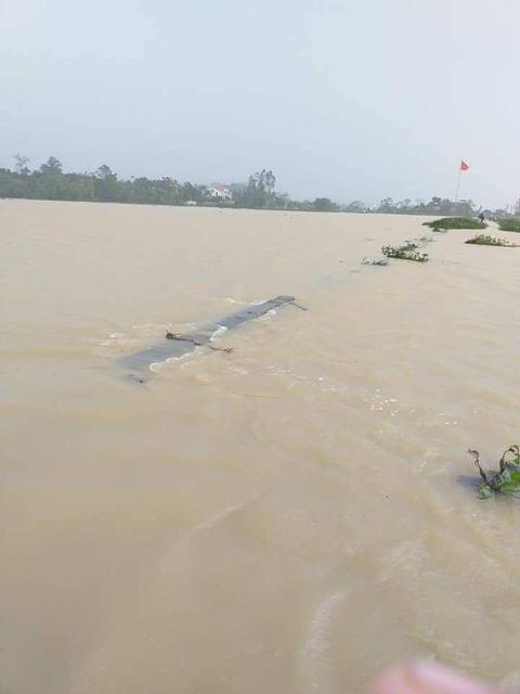 Mưa lớn không dứt, người dân Nghệ An trắng đêm chạy lũ, lên mạng cầu cứu, sáng ra nước đã ngập gần tới nóc nhà-3