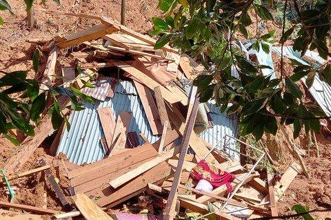 Đau xót 1 trẻ sơ sinh cùng 3 người thân qua đời vì sạt lở ở Quảng Nam: An táng tập thể theo hộ gia đình-1