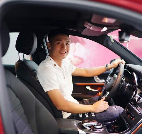 Bóc giá xế hộp Mercedes GLC 300 Bùi Tiến Dũng mua tặng vợ