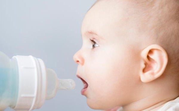 Nuốt hàng triệu hạt vi nhựa, trẻ bú bình có gặp vấn đề về sức khỏe?