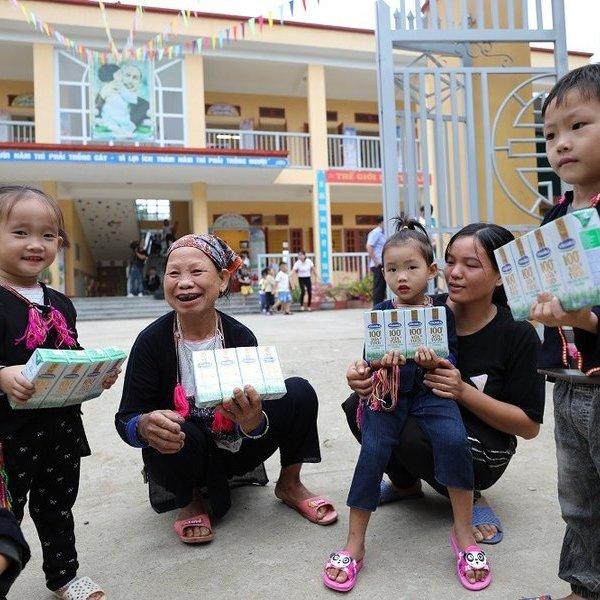Vinamilk trao 108.500 ly sữa cho trẻ em có hoàn cảnh khó khăn Yên Bái