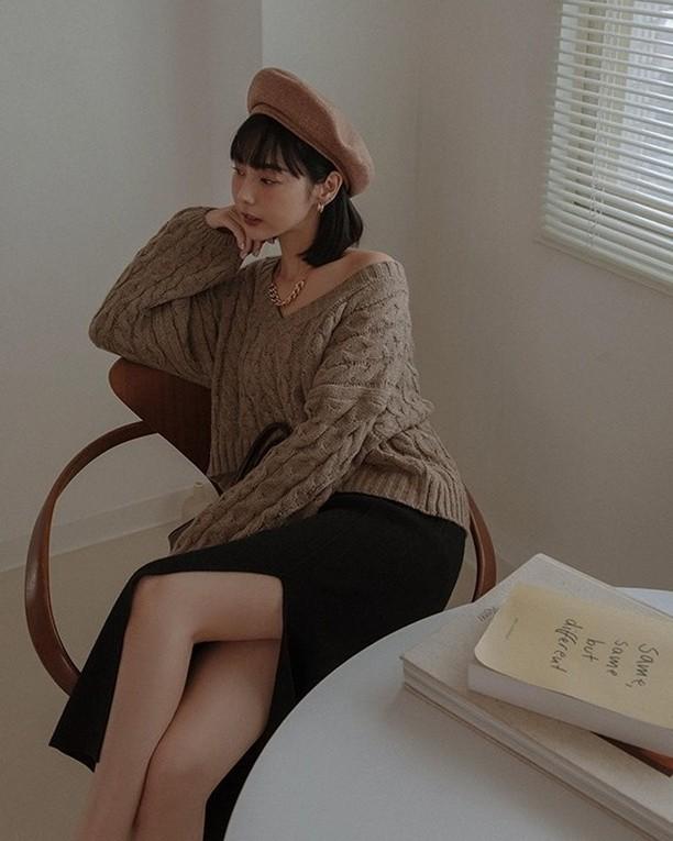 Áo len vặn thừng tái xuất, bỏ bùa gái Hàn đến gái Pháp: Các nàng có ngay 14 set đồ đẹp khỏi bàn với kiểu áo thô ráp này-3