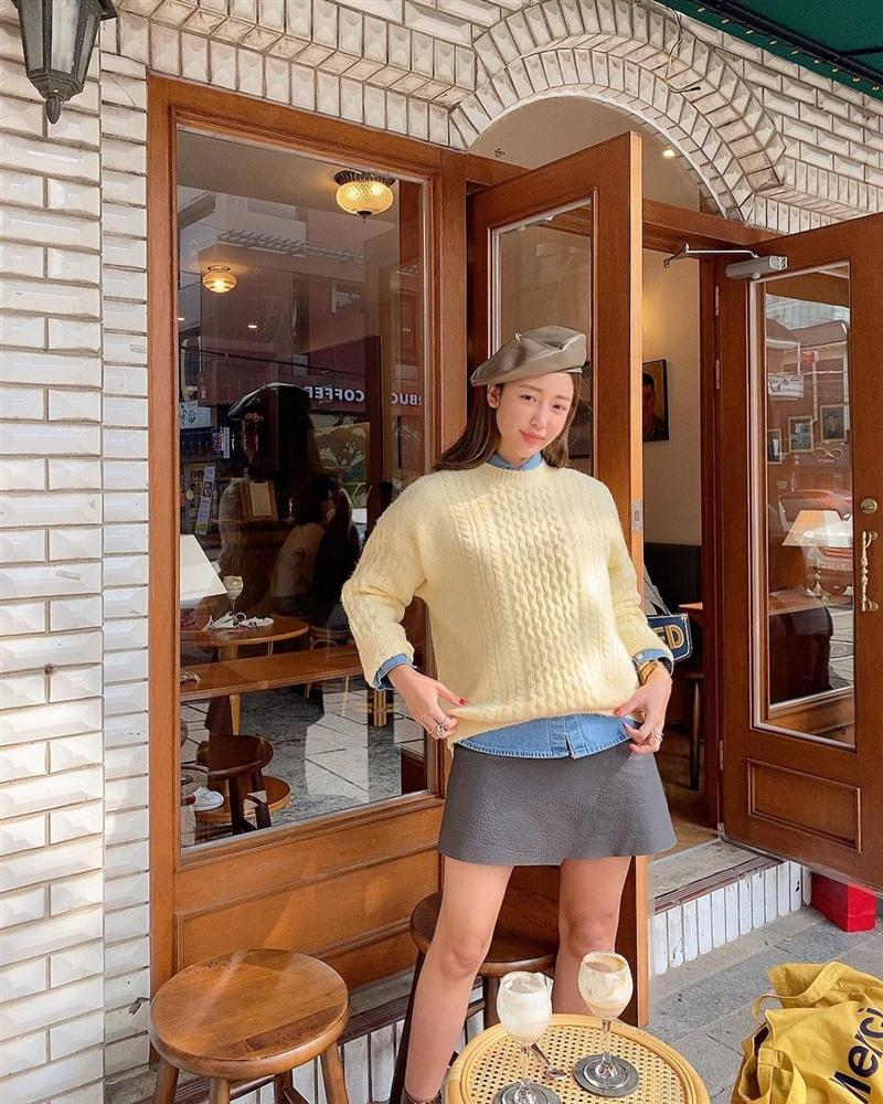 Áo len vặn thừng tái xuất, bỏ bùa gái Hàn đến gái Pháp: Các nàng có ngay 14 set đồ đẹp khỏi bàn với kiểu áo thô ráp này-9