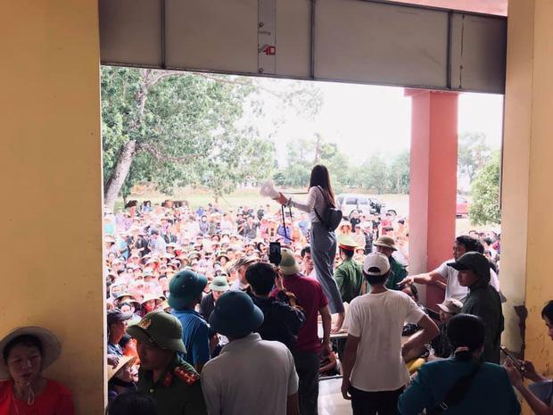 Thuỷ Tiên thông báo ngừng hỗ trợ tại Hải Lăng, Quảng Trị do có nhiều người khá giả đeo vàng, sơn móng chân đến nhận tiền-2