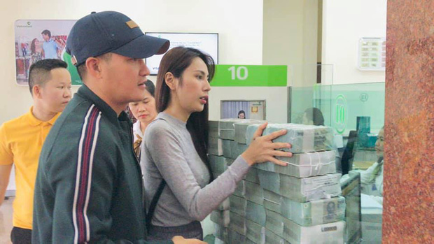Thuỷ Tiên thông báo ngừng hỗ trợ tại Hải Lăng, Quảng Trị do có nhiều người khá giả đeo vàng, sơn móng chân đến nhận tiền-1