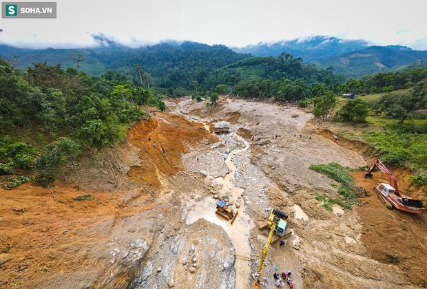 Những thứ còn sót lại dưới đống hoang tàn ở vụ sạt lở Trà Leng sau 48 giờ tìm kiếm-2